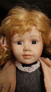 Sammlerpuppe Porzellan blondes Mädchen
