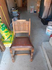 verkaufe hier 4 alte Stühle