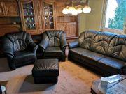 Ledercouch mit zwei Sesseln
