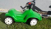 grünes Bobbycar