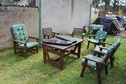 klassische Gartengarnitur aus Massivholz