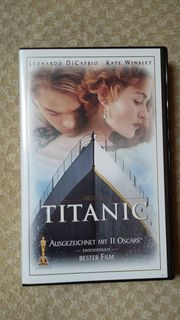 2 VHS Videos TITANIC