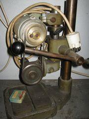 Tischbohrmaschine mit Winkelkopf