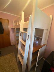 Hochbett mit Kleiderschrank und Raumteiler