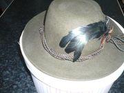 Damenhut dunkelgrün mit Federn- sehr