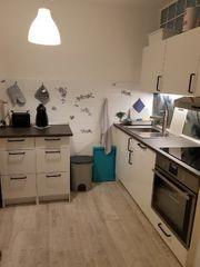 Weiße Hochglanz Küche von IKEA