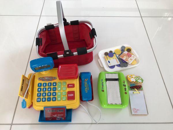 Spielzeugkasse mit Kartenleser Einkaufskorb Notizblock