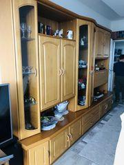 Schrankwand Wohnzimmer mit Glasvitrine