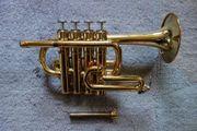 Yamaha Piccolo Trompete YTR - 6810