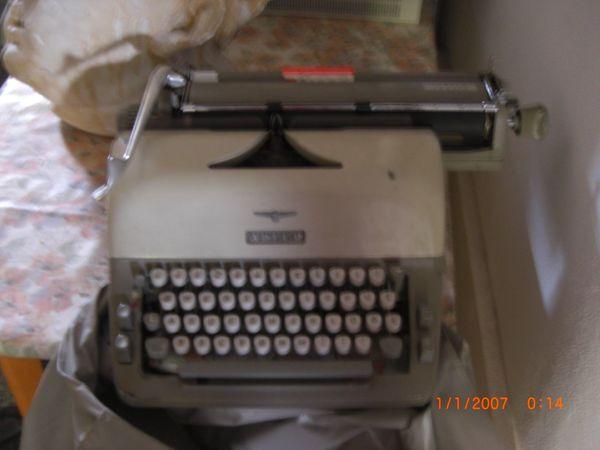 Adler Schreibmaschine