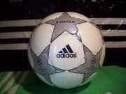 Adidas Match Ball Finale 1