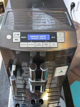 Kaffee-, Espressomaschinen - DeLonghi ECAM 28 467 Primadonna