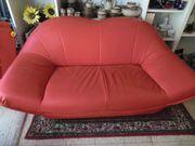 2-Sitzer Sofa und ein 3-Sitzer-Sofa