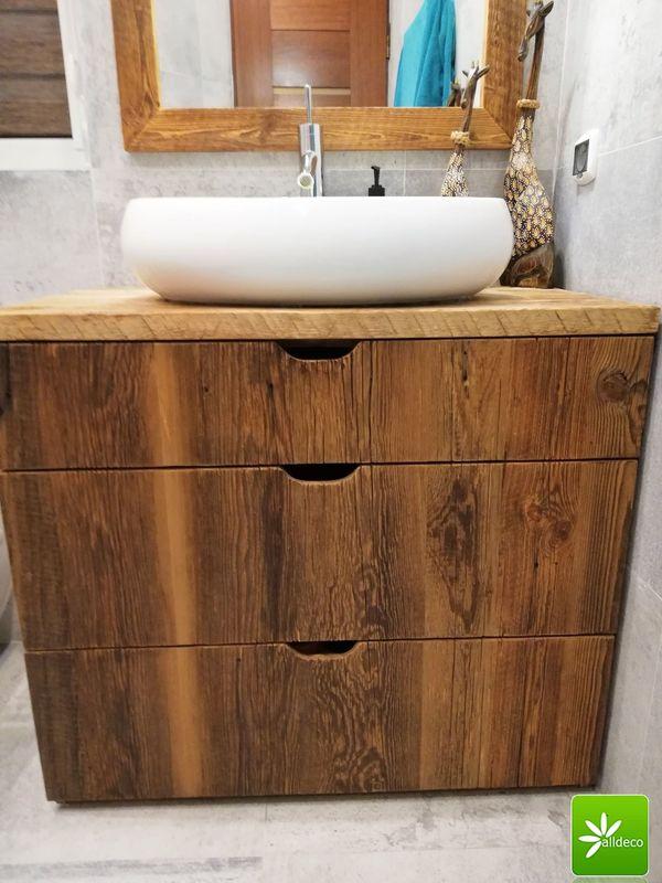 Praktische Badmöbel aus Altholz der