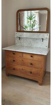 Waschtisch mit Marmorplatte