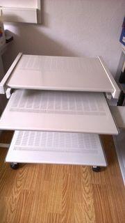 Computertisch mit zwei Auszügen auf