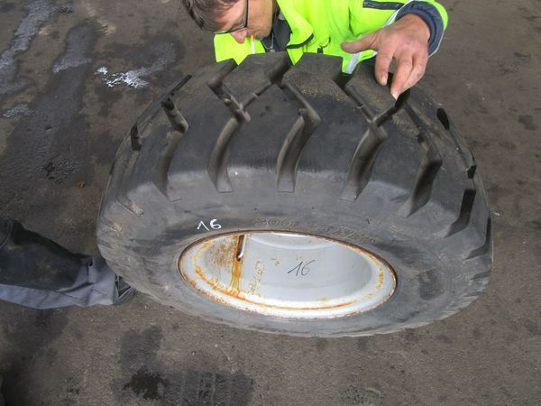 1 Stück Reifen Felge LKW