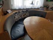 Lederbank und Tisch