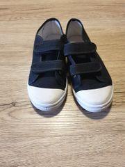 2 Paar kinder Schuhe in