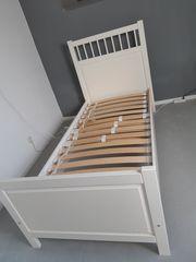 Bett und Nachttisch Hemnes IKEA