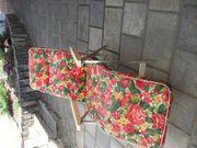 Relax-Liege mit rotem Blumenbezug super