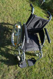 Rollstuhl Vollgummi Reifen 46cm Sitzbreite