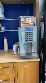 wmf Kaffeevollautmat mit Schrank