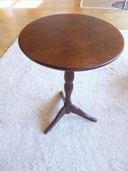 Holztisch Dreibein restauriert