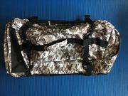 neuwertige Reisetasche mit Rollen mit