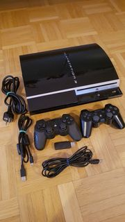 Playstation 3 mit 2 Controllern