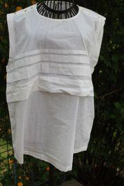 neuwertige weiße Bluse mit Zierknöpfen