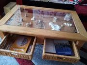 Massivholztisch mit Glasplatte und zwei
