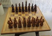 Schachbrett u -figuren handgearbeitet Holz