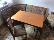 Eckbank mit ausziehbarem Tisch und