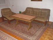 Couchgarnitur mit passendem Tisch