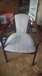 edler Tisch mit Stühlen