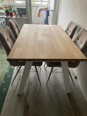 Esstisch mit Holzplatte