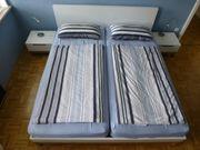 Elegantes Bett mit Lattenrosten Matratzen