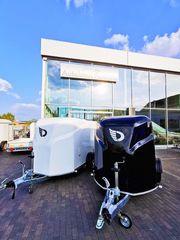 Aerodynamischer Motorradanhänger mit Pullmann-Fahrwerk 100km