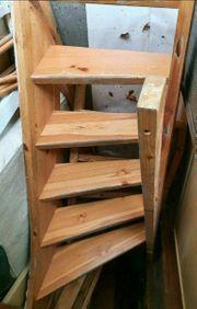Treppe viertelgewendelt mit Geländer