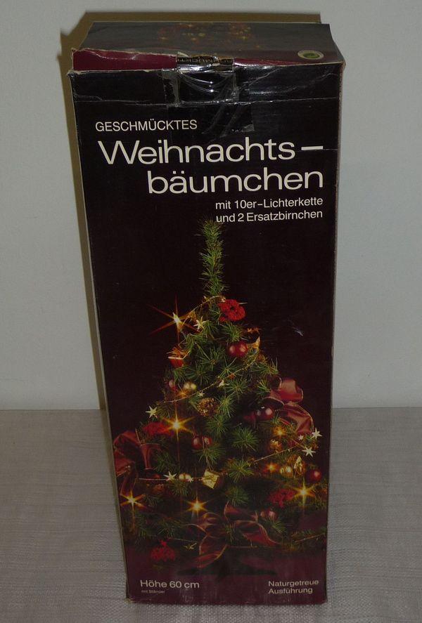 Geschmücktes Weihnachtsbäumchen mit Lichterkette Weihnachtsbaum