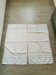 Zwei neue Marken Handtücher Duschtücher