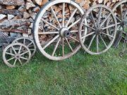 Div alte Wagenräder f Deko