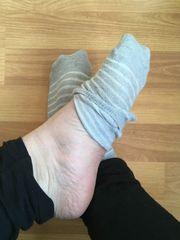Getragene Socken für Schnüffelnasen zu