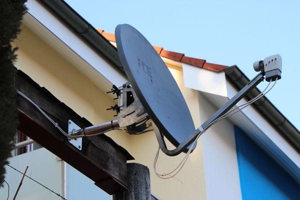 FTE-Satellitenschüssel 82 cm mit 2