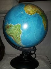 Globus beleuchtet mit Licht - Erdkugel