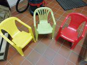 Kinderstühle und Tisch