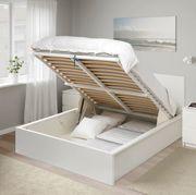 Doppelbett mit Aufbewahrung
