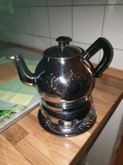 Teekanne mit Stövchen und Untersetzer