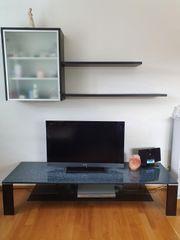 Wohnwand Regal und TV-Tisch